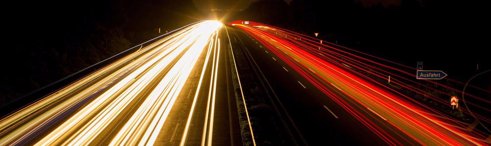 Verkehrsflächenreinigung in Hannover - Beispiel Autobahn bei Nacht